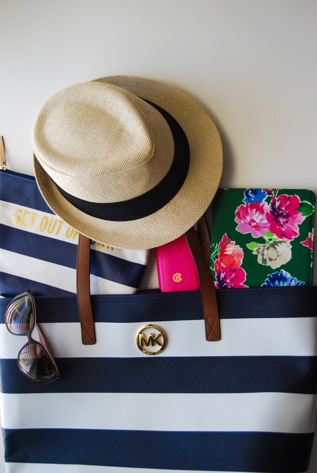 What is In My Bag | Breezing Through